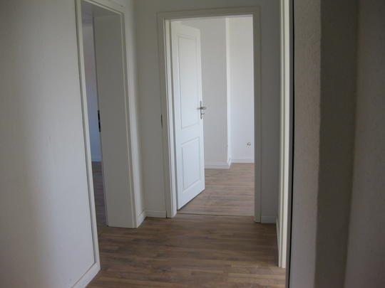 stralsund erstbezug sonnige 2 5 zi dg wohnung mit laminat hochwertigen vollbad wohnk che. Black Bedroom Furniture Sets. Home Design Ideas